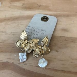 NWT Anthropologie butterfly gold pearl ear…